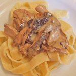 Gefüllte Zucchini mit Ziegenkäse-Salbei-Honig Füllung