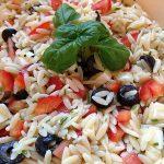 Feldsalat mit Tomaten in feinem Joghurt-Senf-Dressing