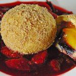 Veganer Schoko-Walnuss-Kuchen mit Birne und Dinkelmehl
